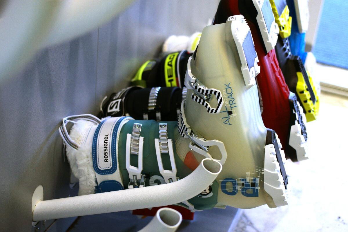 quality design 60ca4 27ba1 Noleggio sci e snowboard Albasini a Folgarida